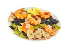 与chrimp的开胃色的farfalle面团 库存图片