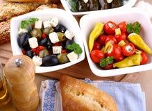 与ciabatta关闭的地中海开胃小菜 库存照片