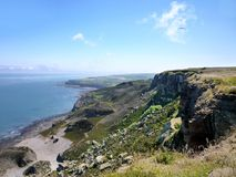 与clifftops的沿海场面 免版税库存照片