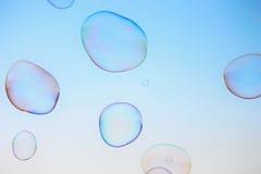 与copyspace的特写镜头肥皂泡背景现代简单的抽象设计 免版税库存照片