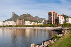 与Corcovado山的里约热内卢都市风景 免版税库存图片