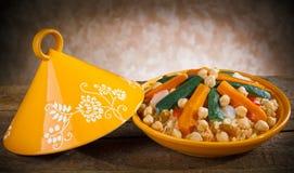 与cous cous的菜Tajine 库存图片