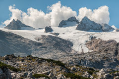 与Dachstein断层块的Hallstatt冰川在奥地利 图库摄影