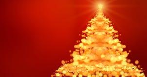 与defocused光的圣诞树 红色背景 免版税库存图片