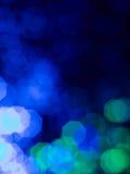 与difuse蓝色光线影响的抽象墙纸 库存图片