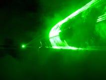 与DJ的绿色激光展示 免版税图库摄影