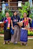 与eldery妇女phu tai的泰国少妇人画象我 免版税库存照片