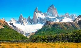 与Fitz Roy在巴塔哥尼亚,阿根廷的横向 免版税库存照片