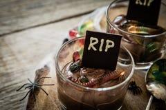 与gelly蠕虫的巧克力沫丝淋 免版税图库摄影