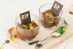 与gelly蠕虫的巧克力沫丝淋 免版税库存照片