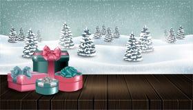 与giftboxes的木桌在冬天森林风景前面 库存照片
