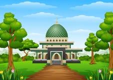 与Green Dome的伊斯兰教的清真寺大厦在森林里 库存图片