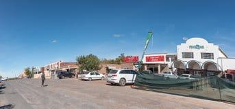 与Groblershoop企业和车的街道场面  库存照片