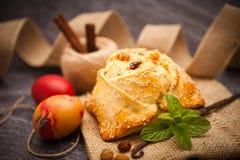 与halloumi - Flaounes的复活节蛋糕 免版税库存照片