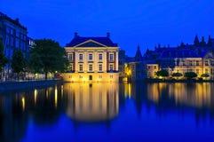 与Het Torrentje的Mauritshuis在微明 库存图片