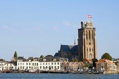 与Hooikade和伟大的教会的地平线多德雷赫特 免版税库存照片