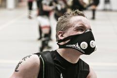 与HPVT面具的Judoka训练 免版税库存照片