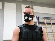 与HPVT面具的Judoka训练 库存图片