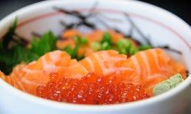与Ikura的三文鱼 免版税库存照片