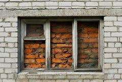与immured视窗的砖墙 免版税图库摄影