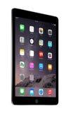 与iOS 8的苹果计算机空间灰色iPad空气2,设计苹果计算机公司 免版税库存图片