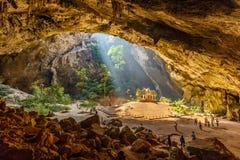 与Kuha Karuhas亭子的Phraya洛坤洞 免版税图库摄影