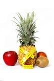 与leasuring的磁带的新鲜水果 免版税库存图片