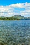与Loch Lomond湖的美好的风景在勒斯, Argyll&Bute在苏格兰,英国 免版税图库摄影