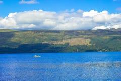 与Loch Lomond湖的美好的风景在勒斯, Argyll&Bute在苏格兰,英国 免版税库存照片