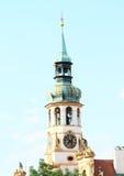 与Loreta时钟的塔  免版税库存照片