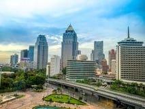 与Lumpini公园,曼谷泰国的曼谷的地平线 库存照片