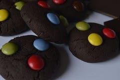 与M&M的巧克力曲奇饼 免版税库存照片