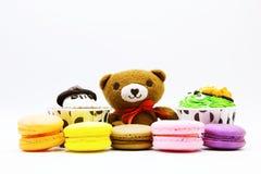 与macaron的熊 免版税库存图片