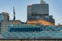 与Macquarie大厦的悉尼商业中心区地平线 免版税库存图片