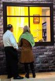 与menorah传统大烛台的犹太假日光明节背景 免版税图库摄影