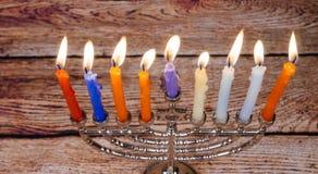 与menorah的犹太假日光明节背景在黑板 库存照片