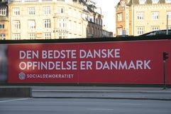 与METTE FREDERIKSEN_ELECTIONS的HUGES广告牌 免版税库存图片