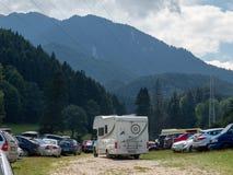 与motorhome的游客旅行在罗马尼亚 免版税库存图片