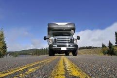 与motorhome的Roadtrip在加拿大 免版税库存图片