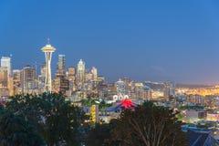 与Mt的西雅图街市都市风景 从凯利公园的Rainnier 库存图片