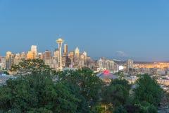 与Mt的西雅图街市都市风景 从凯利公园的Rainnier 免版税图库摄影