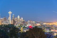 与Mt的西雅图街市都市风景 从凯利公园的Rainnier 图库摄影