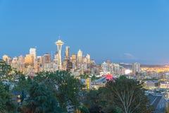 与Mt的西雅图街市都市风景 从凯利公园的Rainnier 免版税库存照片