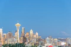 与Mt的西雅图街市都市风景 从凯利公园的Rainnier 库存照片