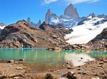 与Mt费兹罗伊和拉古纳de Los Tres的山风景在Los Glaciares国家公园,巴塔哥尼亚,阿根廷,南美 免版税库存照片