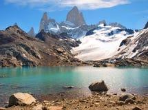 与Mt.在巴塔哥尼亚的Fitz Roy的山横向 库存图片