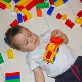 与multicet设计师的儿童游戏 一个小男孩是在中 库存照片