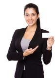 与namecard的女实业家展示 免版税库存照片