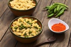 与Nokedli或Galuska的匈牙利豌豆炖煮的食物 免版税库存照片