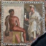 与Orestes和Iphigenia的古老马赛克在Capitoline博物馆, 库存照片